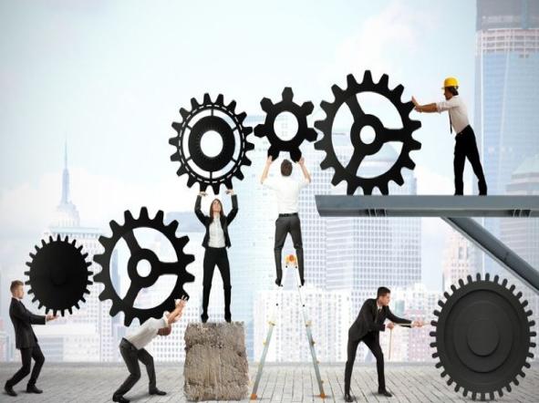 Als CEO is het prima om te vertrouwen op structuur en processen & om de bedrijfsmissie en -waarden kristalhelder te formuleren. Maar waar het uiteindelijk op neerkomt is dat topmanagers concreet gedrag willen zien dat deze waarden weerspiegelt, in lijn met de vooropgestelde bedrijfsdoelstellingen. Hierdoor spenderen bedrijfsleiders vandaag de dag meer en meer tijd aan medewerkers aangelegenheden en hun stapsgewijze ontwikkeling. Performante teams boeken succes door onderling als een goed geoliede machine samen te werken en al hun energie te richten op de markt. Het einddoel is ervoor te zorgen dat men efficiënter en effectiever wordt, door middel van continue verbetering.